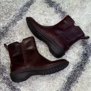 Ugg Neevah Brown Leather upper boots